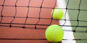 weight of tennis balls