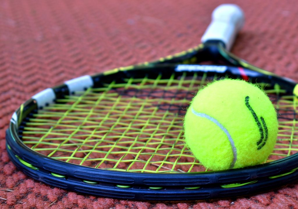pressureless tennis ball
